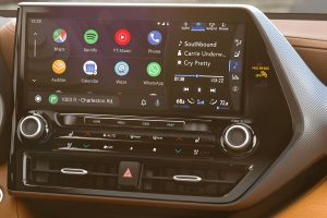 Touchscreen display in 2020 Toyota Highlander Hybrid