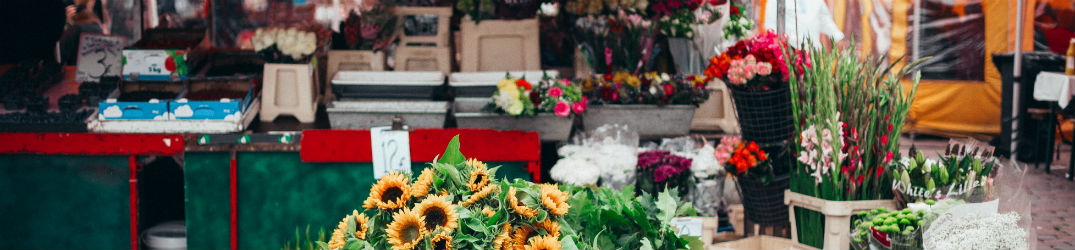 flowes at a farmers market