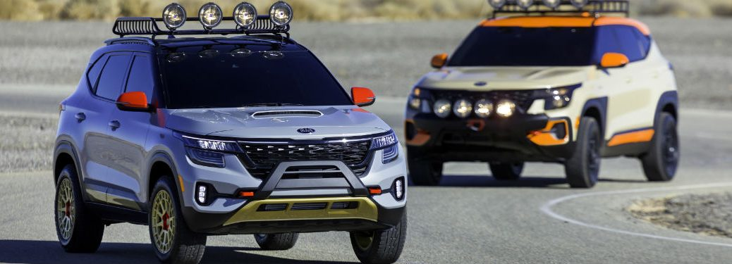 Image showing two Kia Seltos variants on the road