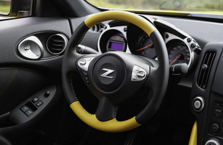 nissan 370z steering wheel