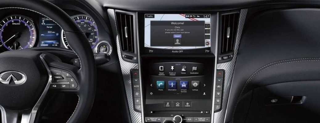 Interior view of the Dual Display inside a 2019 INFINITI Q60