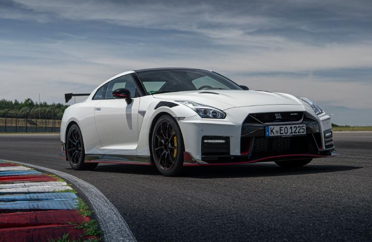 2020 Nissan GT-R white front view