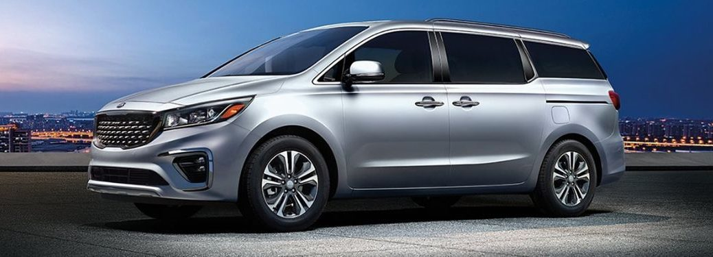 2020 Kia Sedona XS from drivers side exterior with sky in background