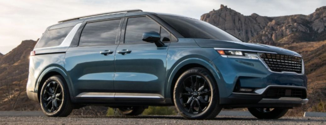 side view of the 2022 Kia Carnival