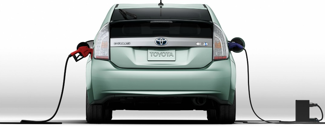 How does the Prius plug-in compare to the 2015 Toyota Prius?