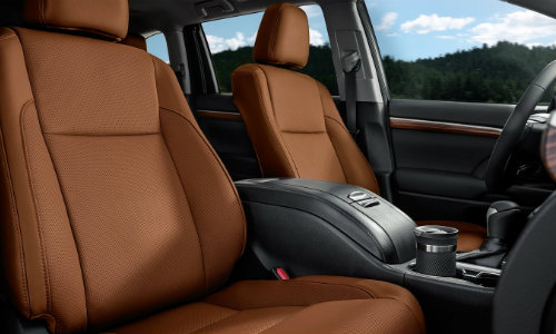 Front row of seating in Toyota Highlander with steering wheel prominent