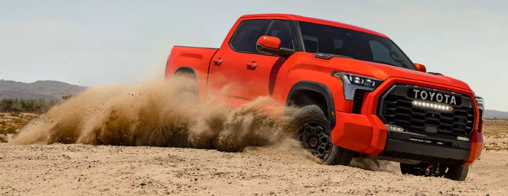 What powertrain options does the 2022 Toyota Tundra offer?
