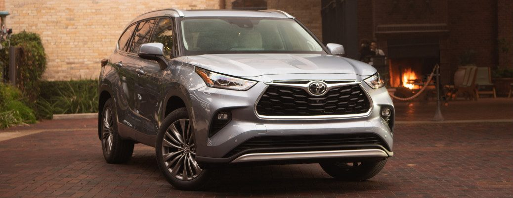 2020 Toyota Highlander parked front side view