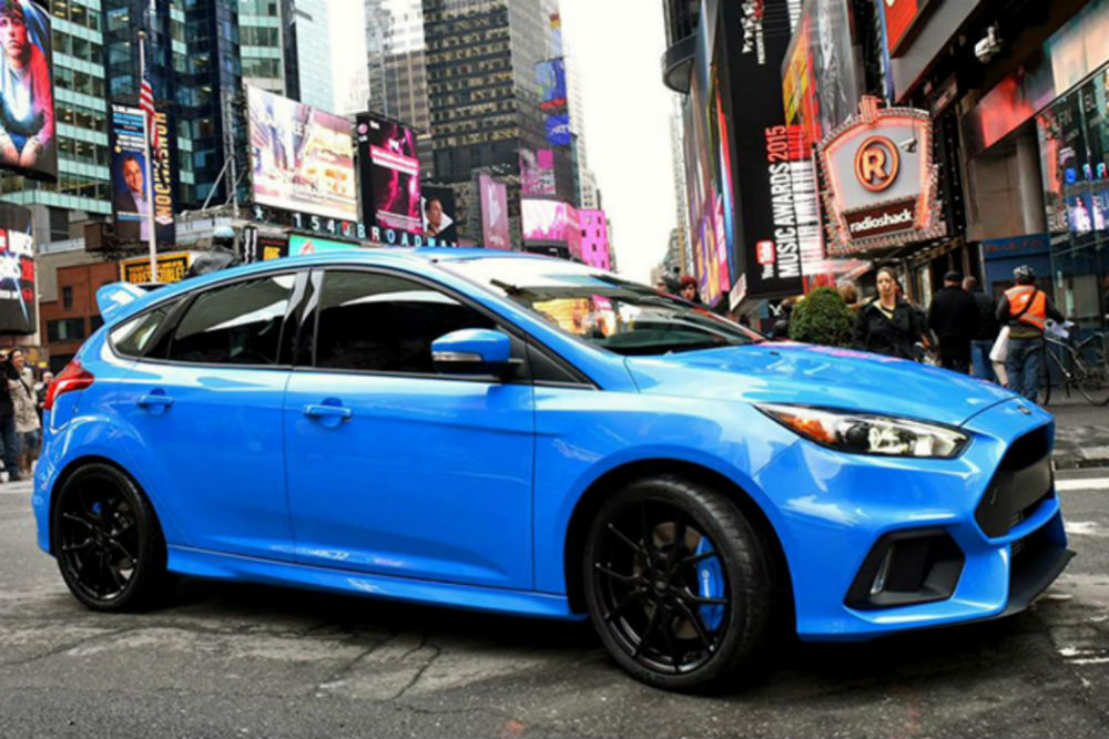 Passenger side exterior view of a blue 2015 Ford Focus