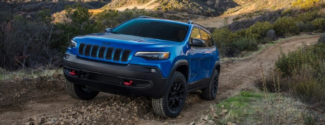 2020 Jeep Cherokee front driver side going up steep hill
