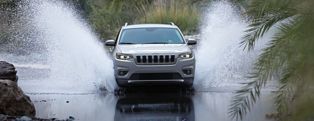 Does the 2020 Jeep Cherokee offer Apple CarPlay?
