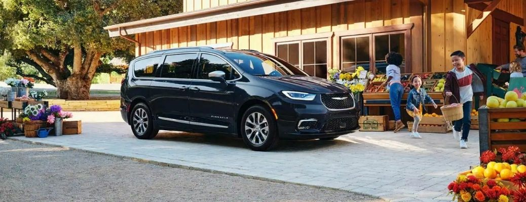 2021 Chrysler Pacifica parked side view