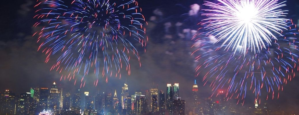 Fireworks-going-off-in-the-sky
