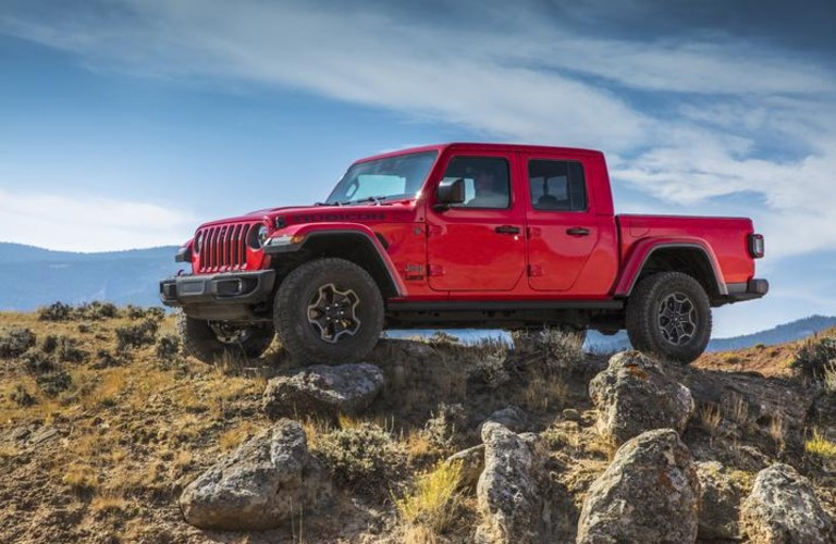The front and side view of a 2021 Jeep Gladiator with the EcoDiesel engine inside.