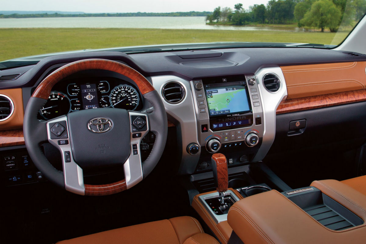 Driver's cockpit of the 2019 Toyota Tundra