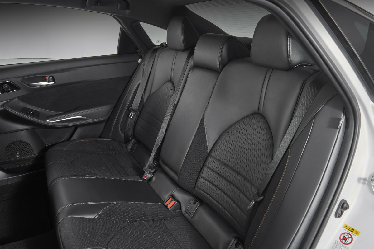 Side view of the rear seat in the 2019 Toyota Avalon