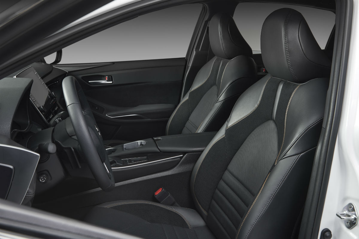 Side view of the front seats in the 2019 Toyota Avalon