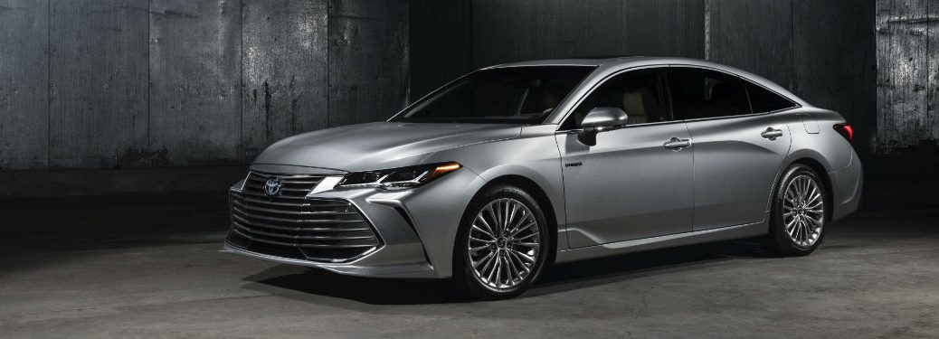 Front driver side exterior view of a gray 2019 Toyota Avalon