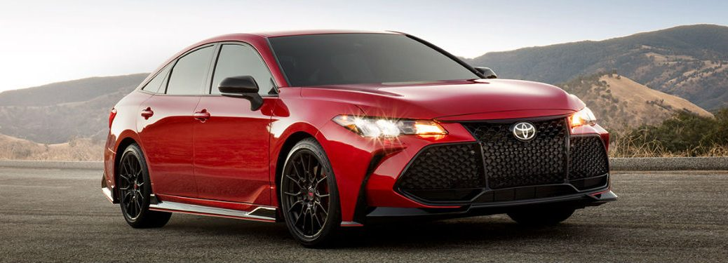 2020 Toyota Avalon in red