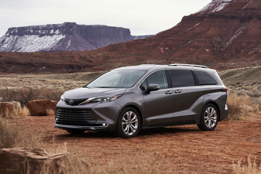 A front left profile photo of the 2021 Toyota Sienna.