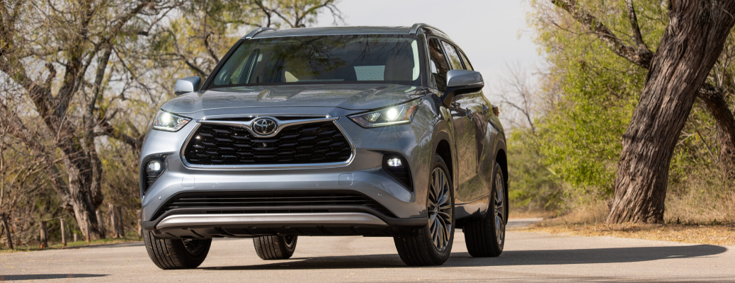 Front view of 2020 Toyota Highlander Platinum AWD in Moon Dust