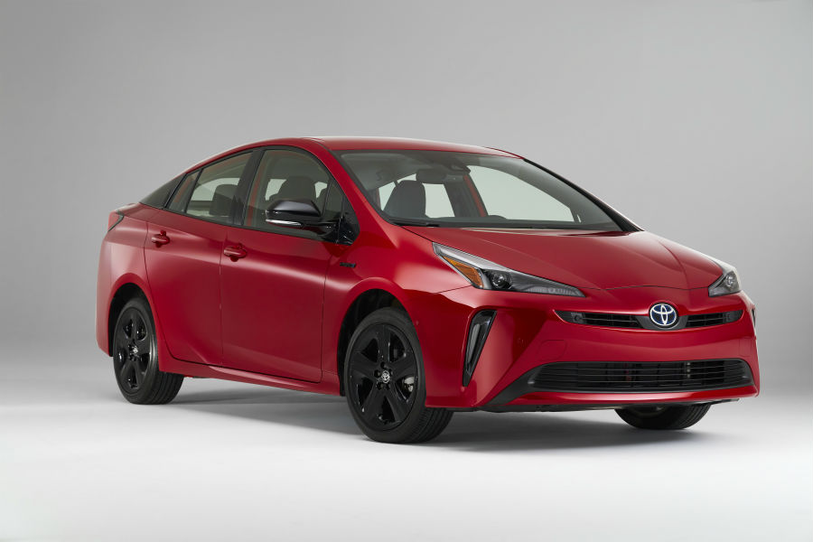 A front right quarter photo of the 2021 Toyota Prius.