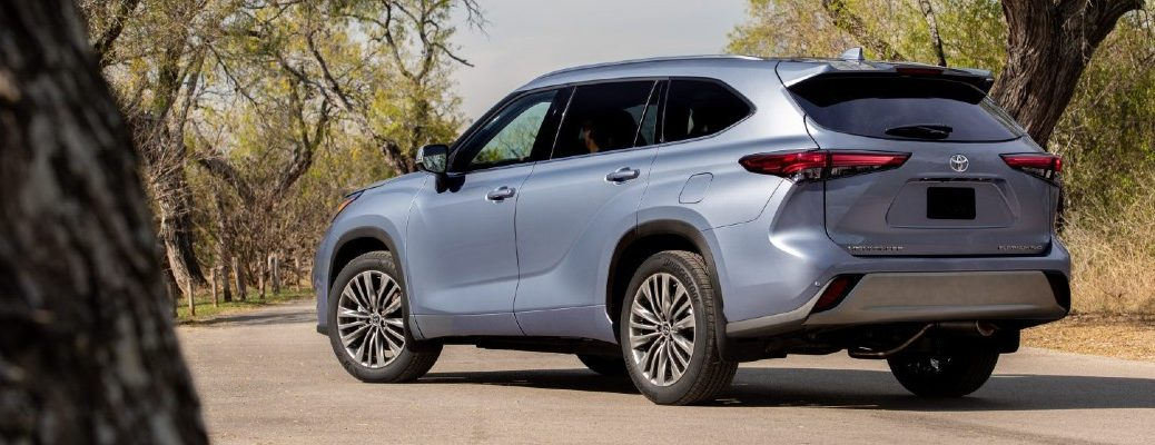 A left profile photo of the 2021 Toyota Highlander.