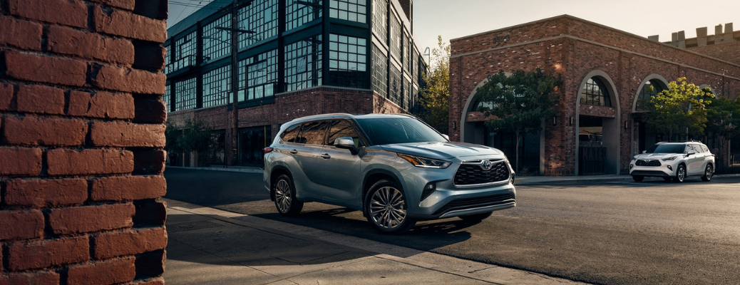 2021 Toyota Highlander parked in front of a building