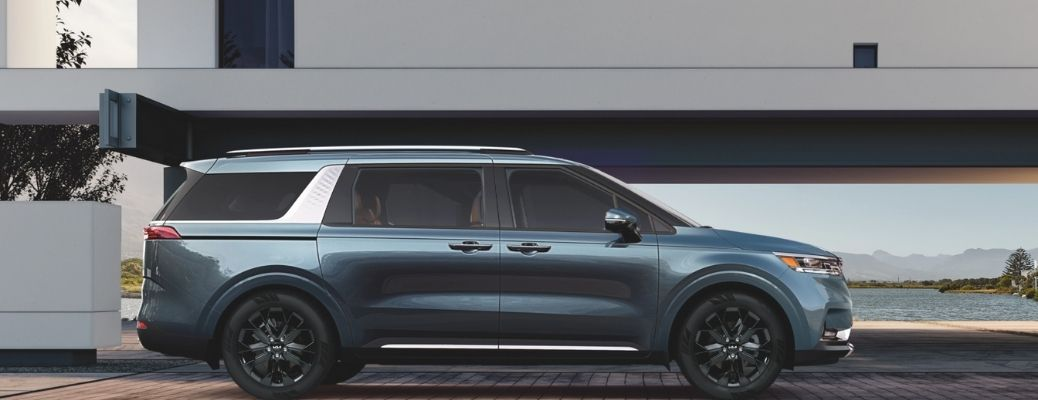 2022 Kia Carnival parked side view