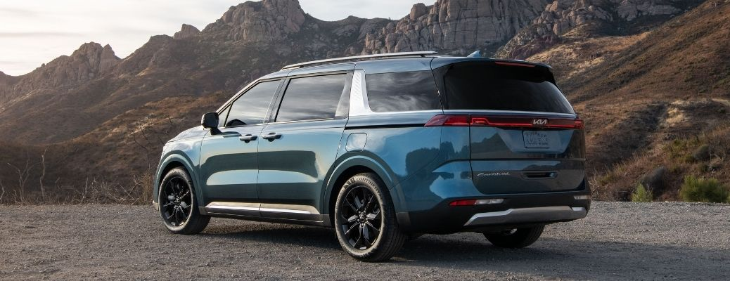 2022 Kia Carnival with mountains in background
