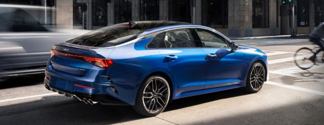 Sideview of a blue 2022 Kia K5 on a road. WHat is the fuel economy rating?