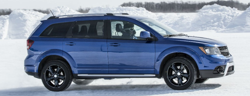 Side view of the 2020 Dodge Journey color blue