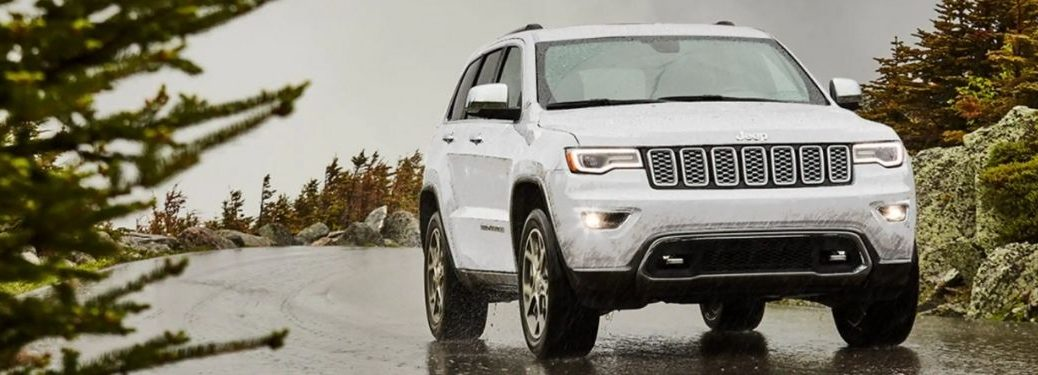 2021 Jeep Grand Cherokee exterior front fascia passenger side on rainy road