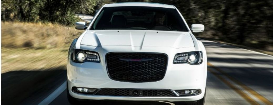 2021 Chrysler 300 front grille view