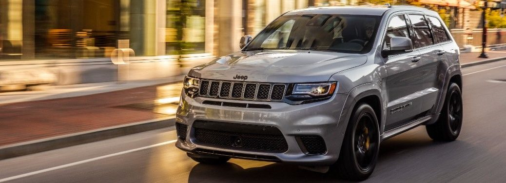 2021 jeep Grand Cherokee driving down a city street