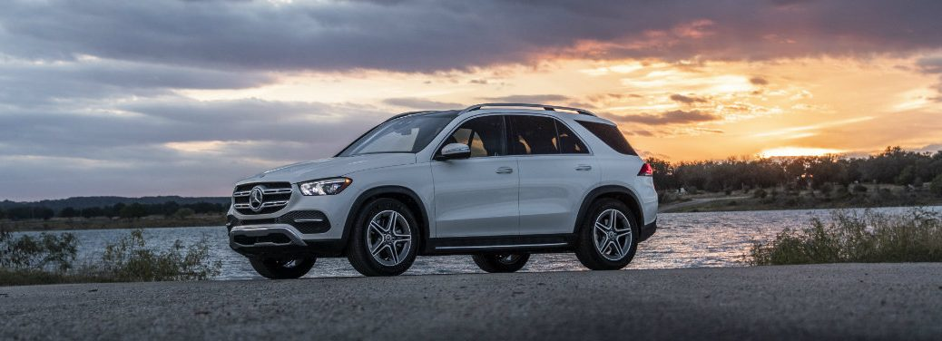 left side view of white mercedes-benz gle 350