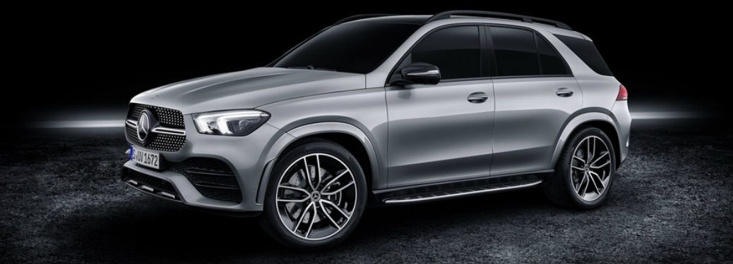 left side view of silver mercedes benz gle