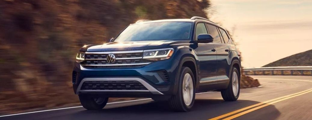 What are the trim levels available for the 2022 Volkswagen Atlas?