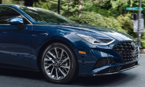 2021 Hyundai Sonata blue close up on front side of front end