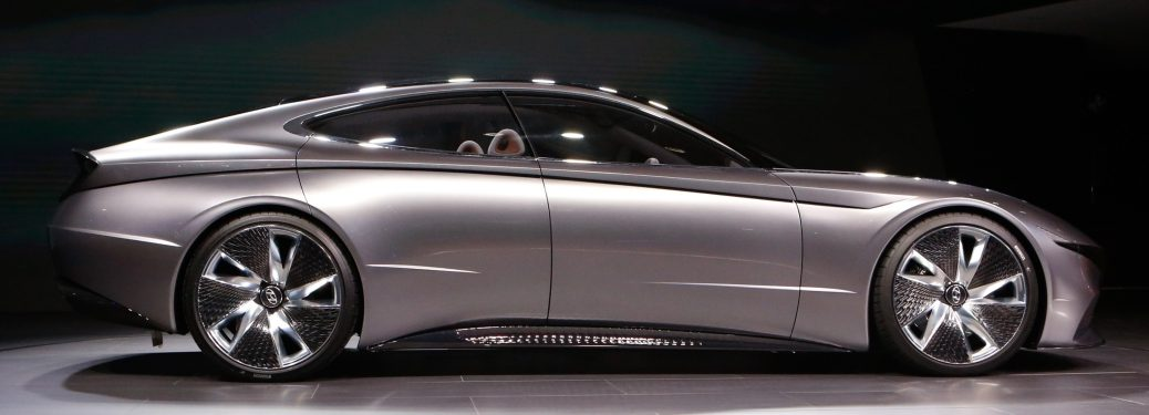 Side view of a silver Hyundai Le Fil Rouge concept