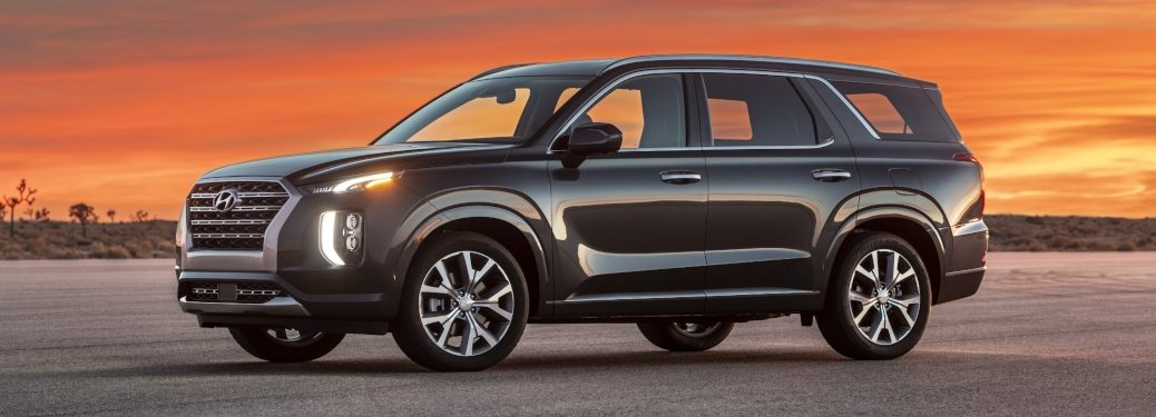 2020 Hyundai Palisade black side view at sunset