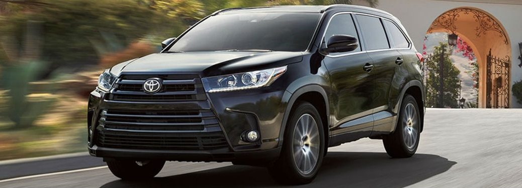 2018 toyota highlander full view driving