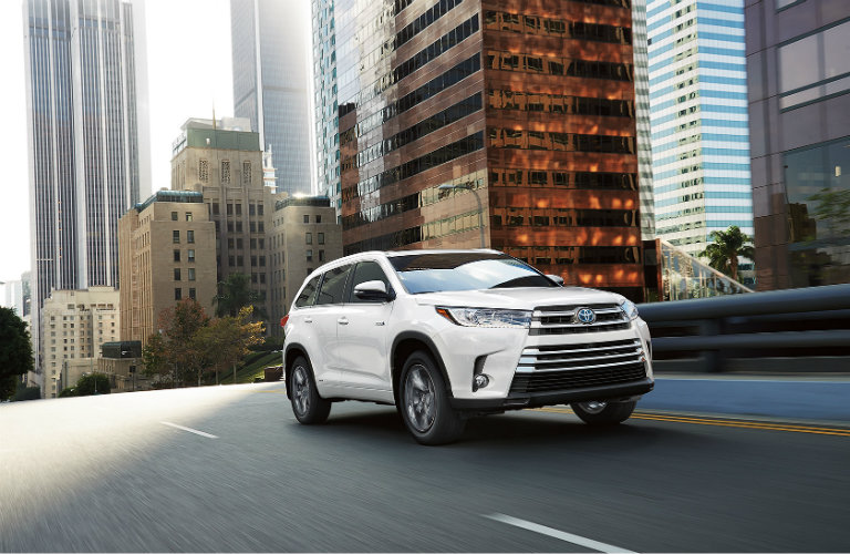 How much can the 2017 Toyota Highlander Hybrid tow
