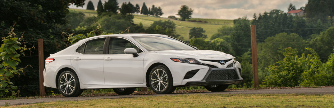 white 2018 Toyota Camry side profile