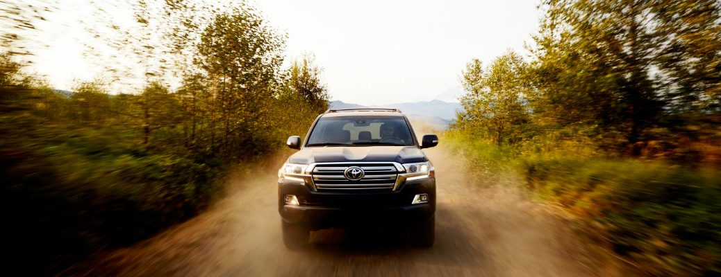 2018-Toyota-Land-Cruiser-front-grille-driving-on-dirt-road