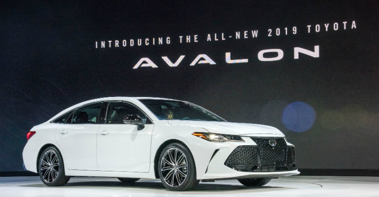 all-new-2019-Toyota-Avalon-on-stage-at-Detriot-Auto-Show