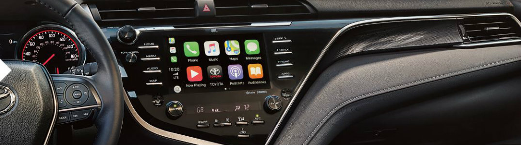 dashboard-in-2019-Toyota-Camry-showing-Apple-CarPlay-interface-on-display-screen