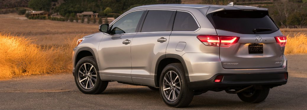 rear-side-view-of-silver-Toyota-Highlander