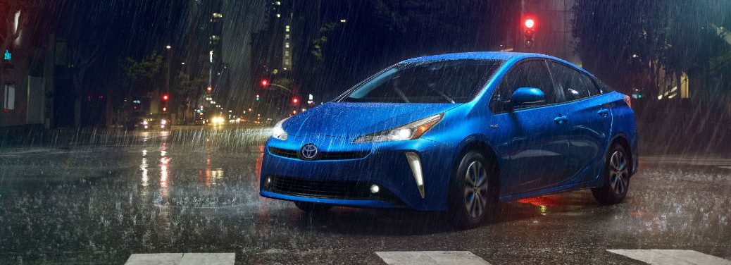 blue-2019-Toyota-Prius-turning-in-intersection-in-the-rain