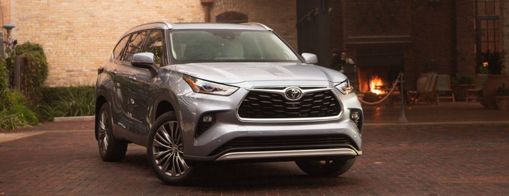 Silver 2020 Toyota Highlander parked near an outdoor dining area